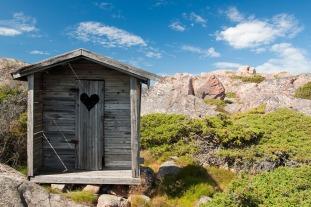 outhouse-1522547_1280